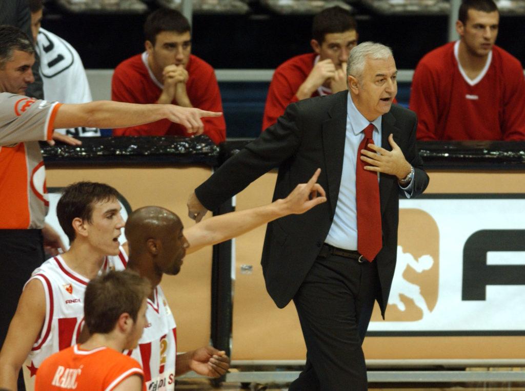 Dragan Šakota dok je prvi put vodio Zvezdine košarkaše